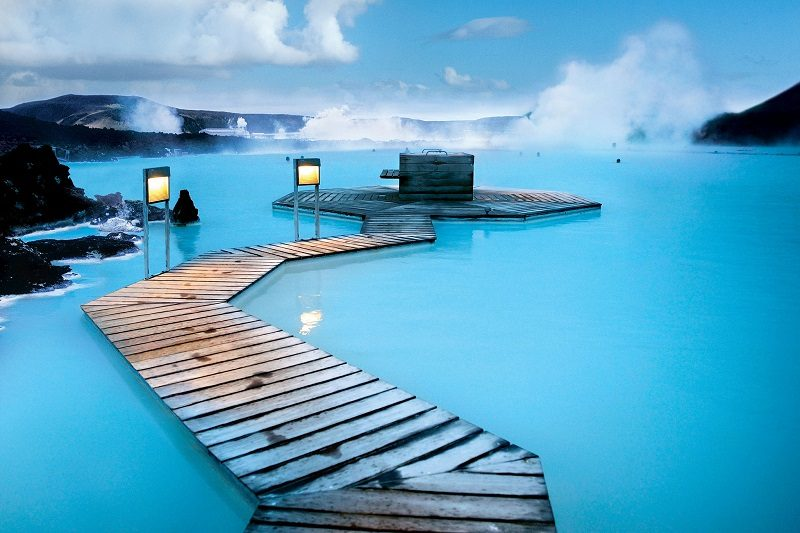 Голубая лагуна — геотермальный бассейн в Исландии